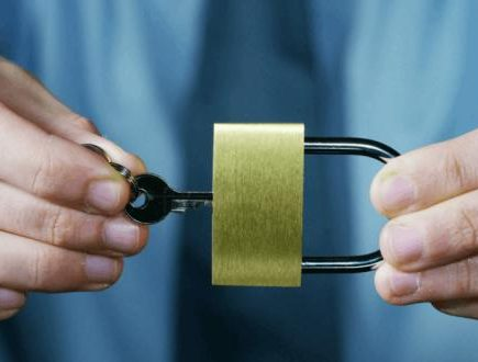 Top 10 Things to Consider before you Hire a Professional Locksmith Service