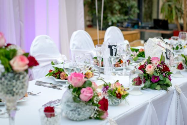C:\Users\as\Downloads\catering-dinner-flower-arrangement-57980.jpg